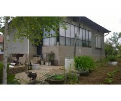 Къща в с. Първомайци с идеално местоположение